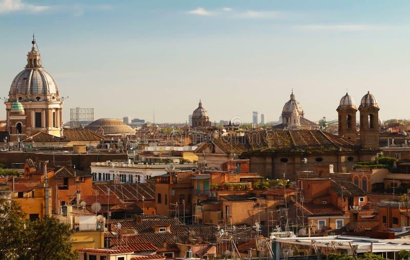 罗马历史建筑学和城市地平线看法  意大利 免版税库存照片