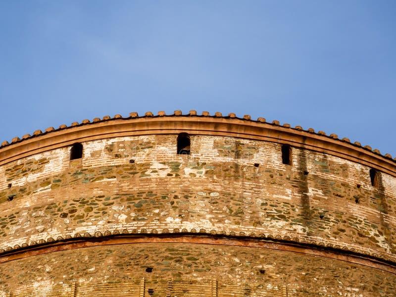 罗马圆形建筑的寺庙建筑学细节在从306的塞萨罗尼基 现在广告一个正统基督教会 免版税库存图片