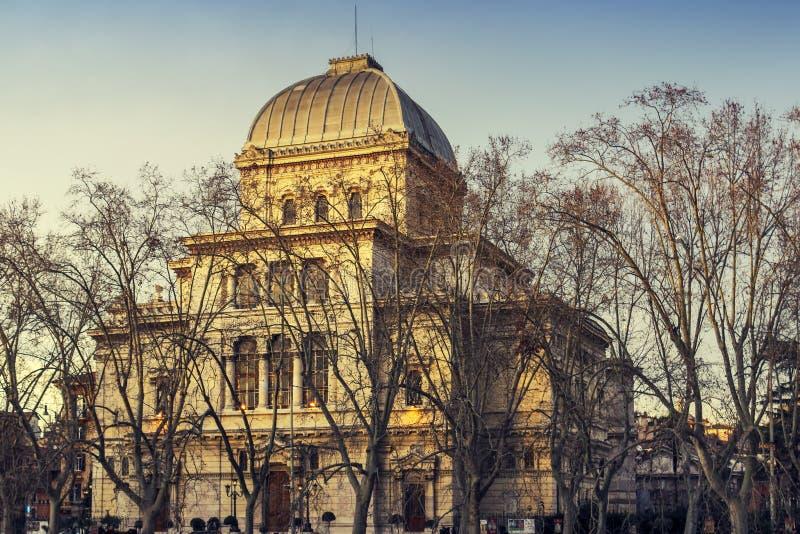 罗马在日落的犹太教堂外部 免版税图库摄影