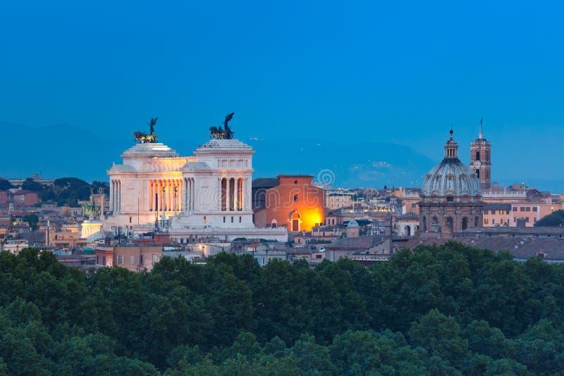 罗马在晚上,意大利空中美妙的看法  库存图片