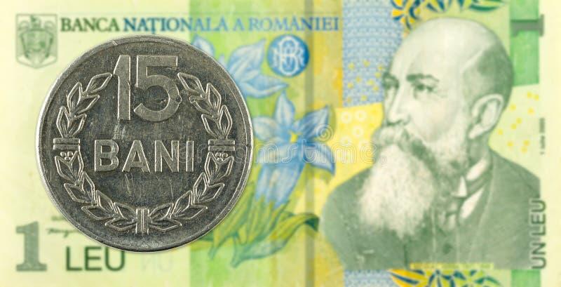 15罗马尼亚人反对1张罗马尼亚列伊钞票的bani硬币 库存照片