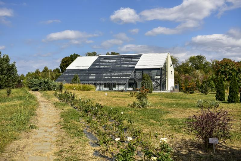 罗马尼亚普洛耶什蒂植物园温室建筑 库存照片