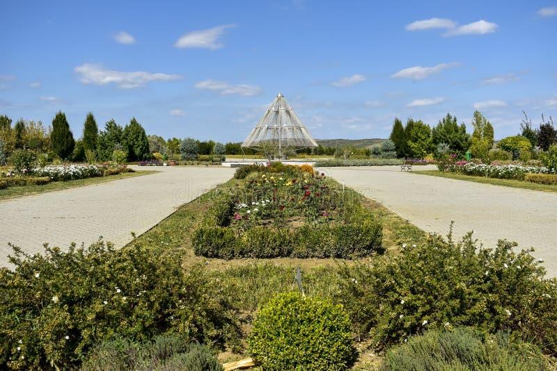 罗马尼亚普洛耶什蒂附近植物园的花廊 免版税库存图片