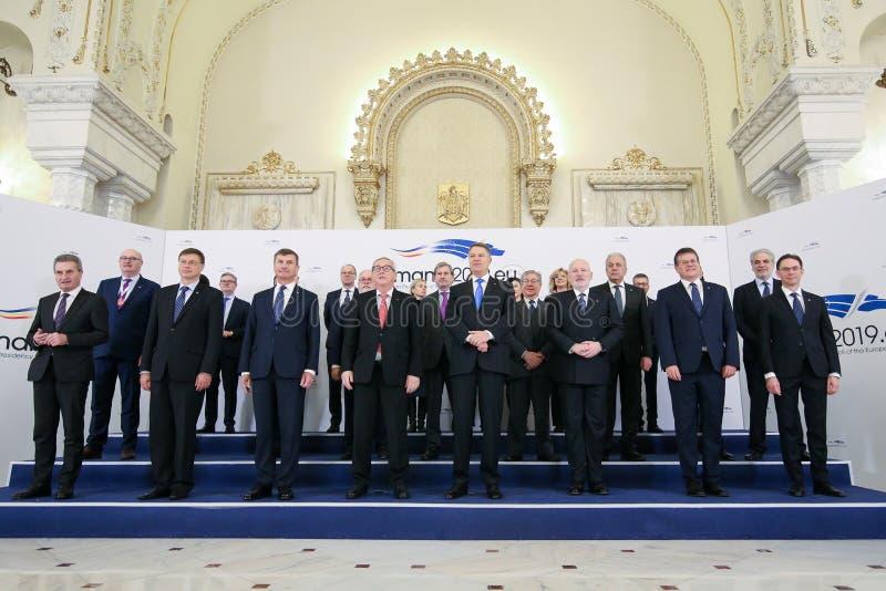 罗马尼亚的克劳斯Iohannis总统,欧盟委员会吉恩克劳德Junker总统和委员拍全家福 图库摄影