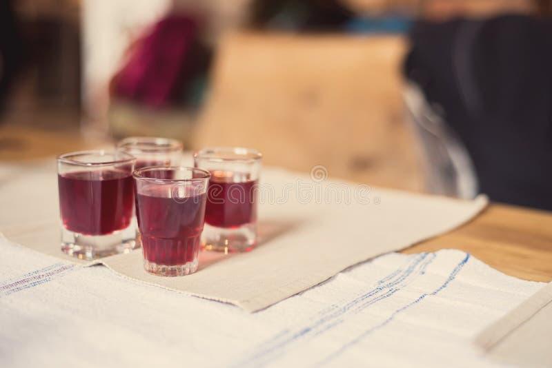 罗马尼亚自创黑莓利口酒 库存图片