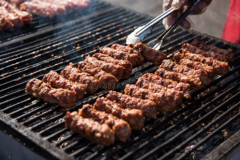 罗马尼亚食物,烤肉卷叫mititei或mici 免版税库存照片