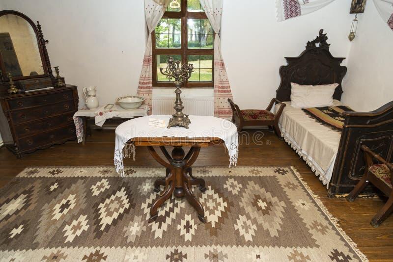 罗马尼亚IPOTESTI - 2017年8月14日,Ipotesti村罗马尼亚最伟大的作家和诗人米哈伊·埃米内斯库的内部博物馆 免版税库存照片