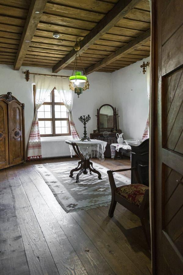 罗马尼亚IPOTESTI - 2017年8月14日,Ipotesti村罗马尼亚最伟大的作家和诗人米哈伊·埃米内斯库的内部博物馆 库存图片