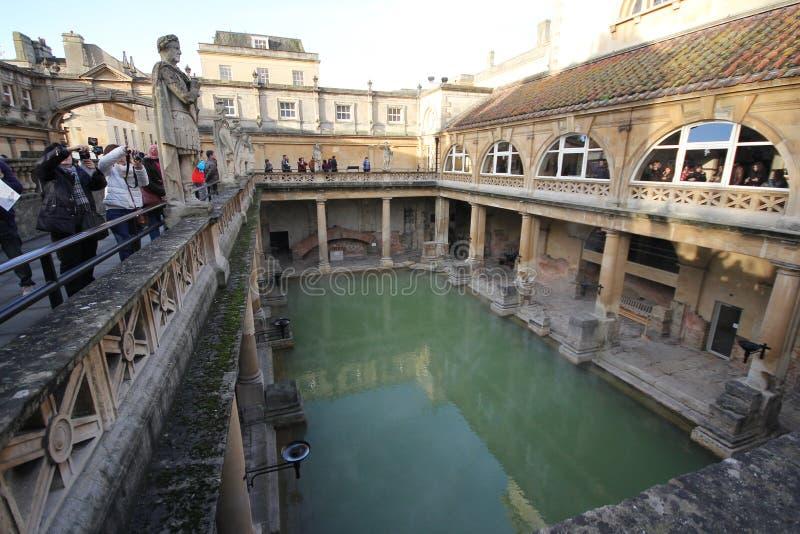 罗马巴恩,英国- 2013年12月6日:访问里面罗马的游人 免版税库存图片