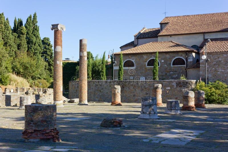 罗马广场在圣Giusto小山留在的里雅斯特 免版税库存图片