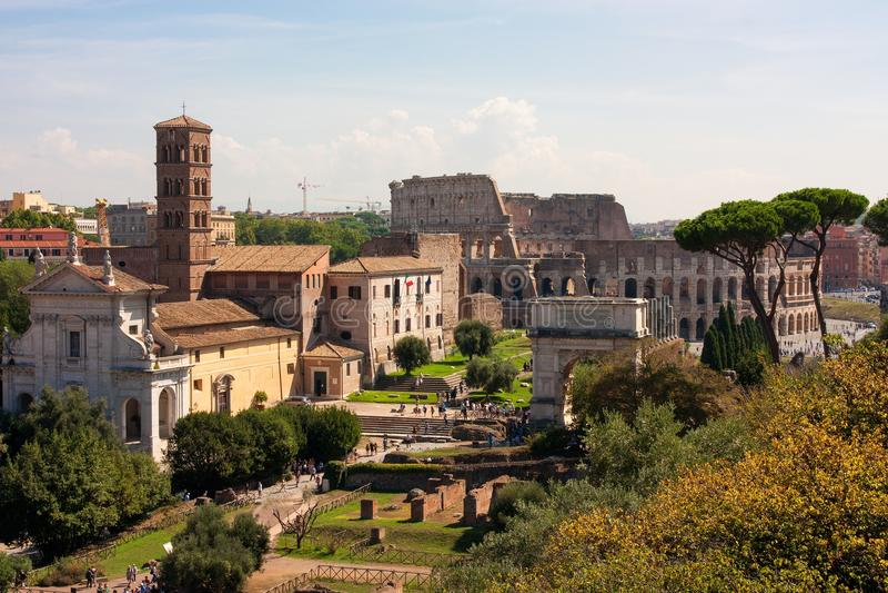 罗马广场RUINT和罗马斗兽场 库存图片