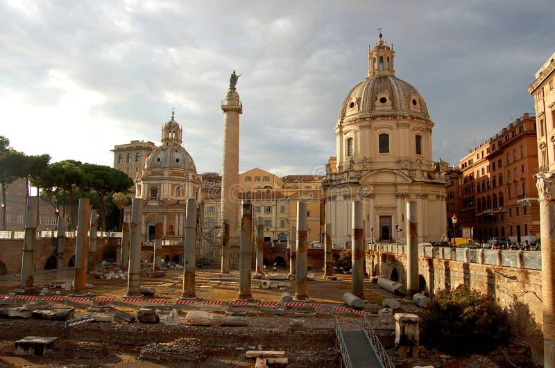 Download 罗马废墟 库存照片. 图片 包括有 街市, 城市, 永恒, 荣耀, 无论哪里, 的treadled, 中间 - 72360280