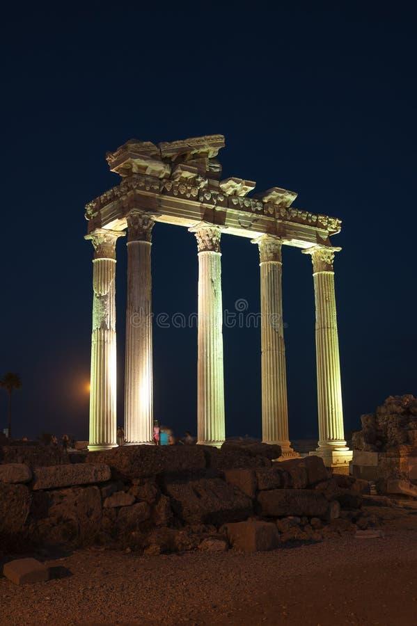罗马式建筑夜视图在土耳其边的 图库摄影