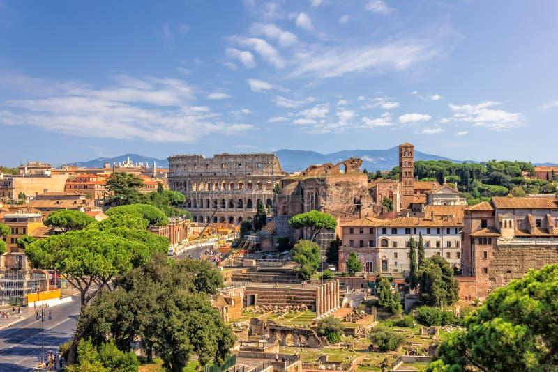 罗马斗兽场和罗马论坛,从Vittoriano的看法 库存照片