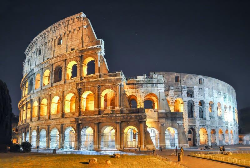 罗马斗兽场大剧场在晚上,罗马,意大利 免版税库存图片