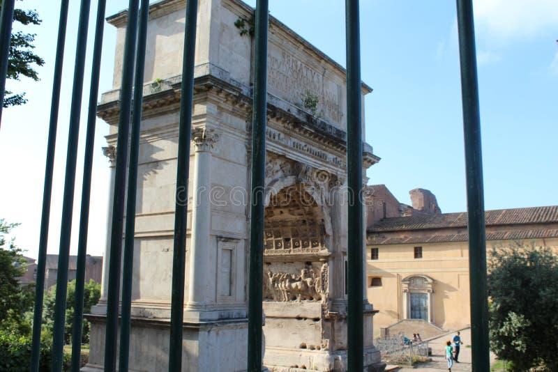 罗马斗兽场康斯坦丁视图曲拱,罗马 免版税库存照片