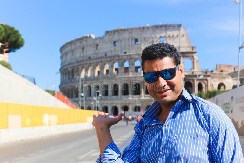 罗马斗兽场的罗马游人 库存图片