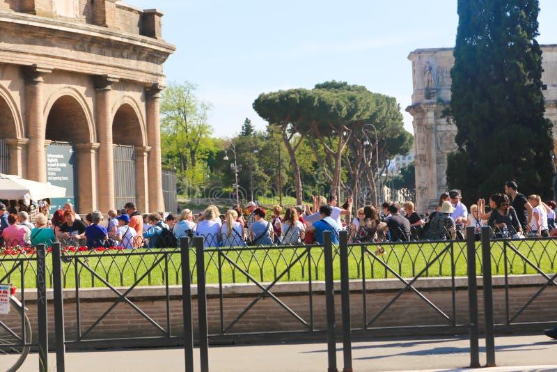 罗马斗兽场的罗马游人 库存照片