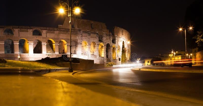 罗马斗兽场罗马,意大利 罗马地标大剧场在晚上 免版税库存照片