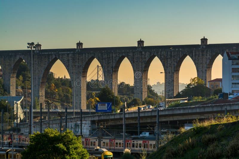 罗马水渡槽在里斯本,葡萄牙 库存照片