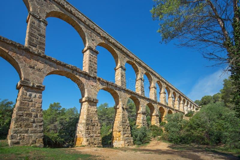 罗马渡槽'El ponte del蝙蝠鱼'恶魔的桥梁在塔拉贡纳,西班牙附近的 免版税库存照片