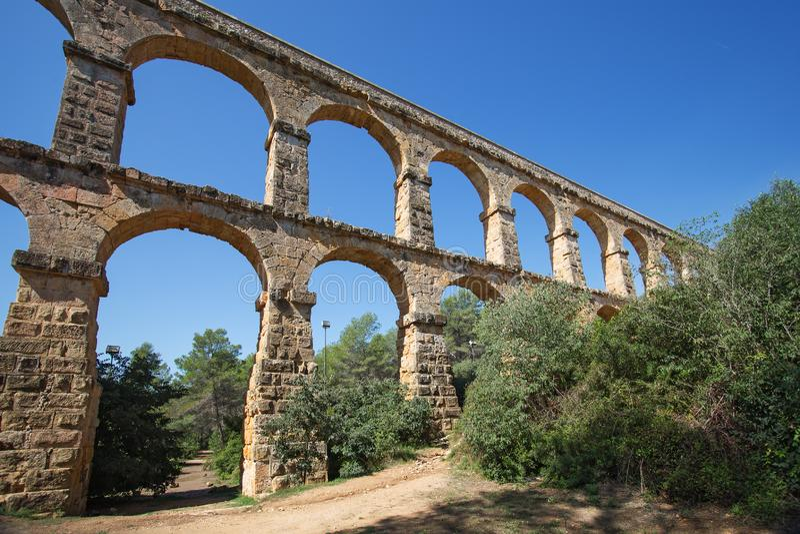 罗马渡槽'El ponte del蝙蝠鱼'恶魔的桥梁在塔拉贡纳,西班牙附近的 免版税库存图片