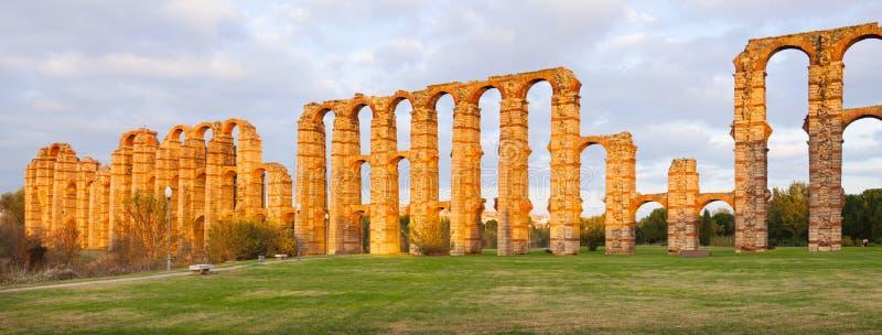 罗马渡槽全景  梅里达 免版税库存图片