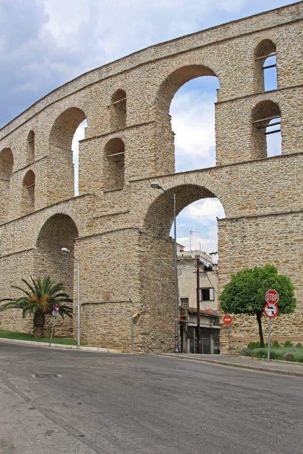 罗马渡槽在卡瓦拉希腊 图库摄影