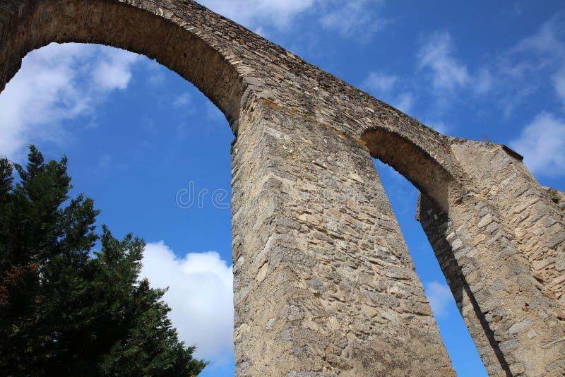 罗马渡槽在埃武拉 葡萄牙 免版税库存照片