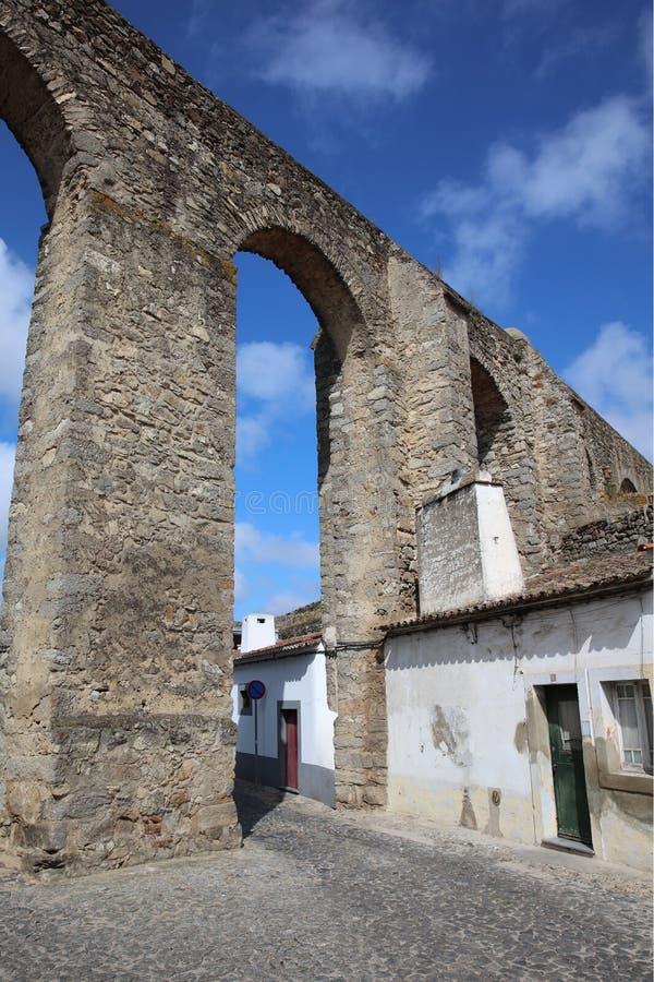 罗马渡槽在埃武拉 葡萄牙 免版税库存图片