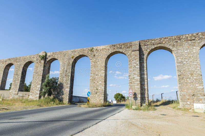 罗马渡槽在埃武拉 库存图片