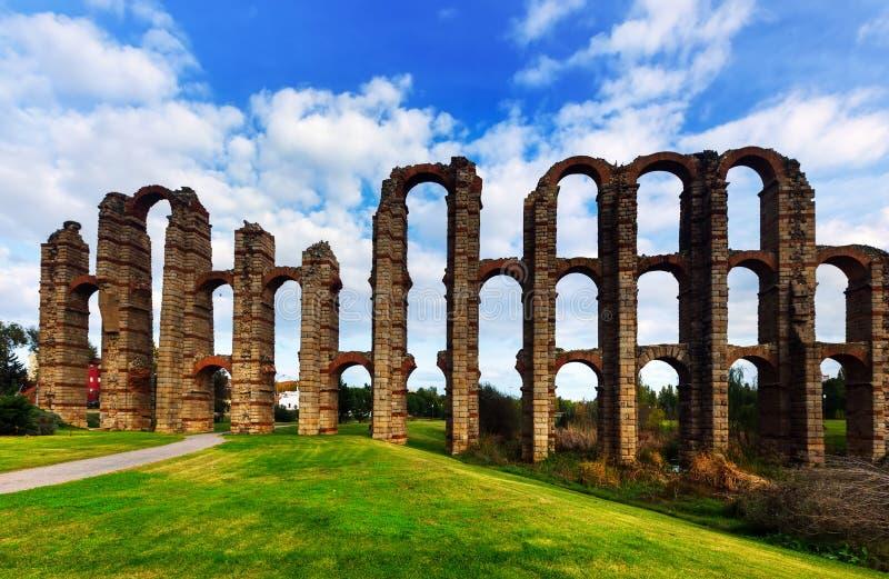 罗马渡槽桥梁 梅里达,西班牙 库存照片