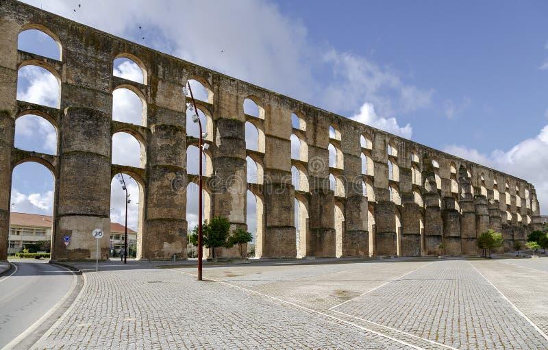 罗马渡槽da Amoreira在Elvas在葡萄牙 免版税库存图片