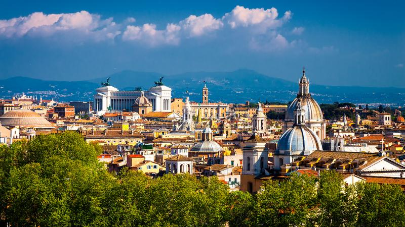 罗马的历史中心的看法有经典历史大厦的 意大利 免版税库存照片