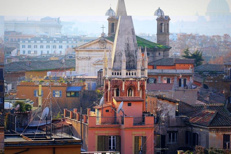 罗马看法从别墅博尔盖塞小山的 圆锥形塔属于诸圣日英国国教的教堂 库存图片