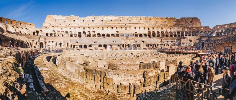 罗马,意大利, 2018年2月:anjoying全景insid的游人 图库摄影