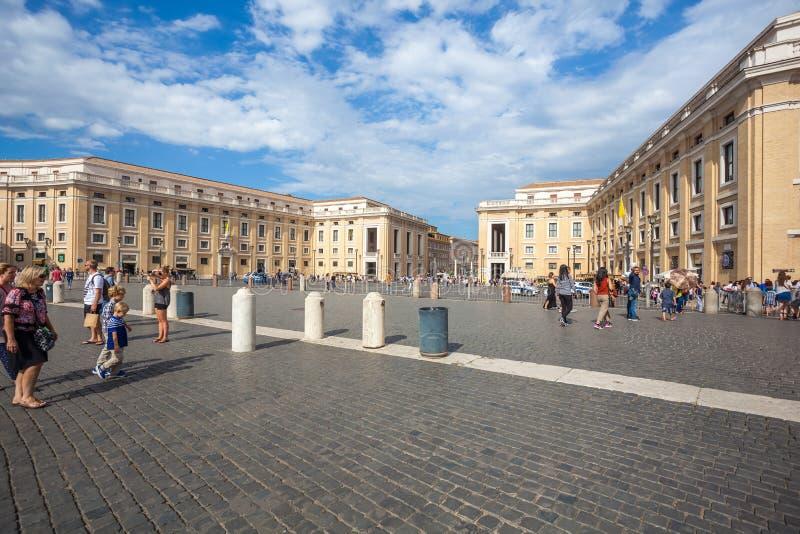 罗马,意大利- 23 06 2018年:圣皮特圣徒・彼得` s正方形在梵蒂冈 库存图片