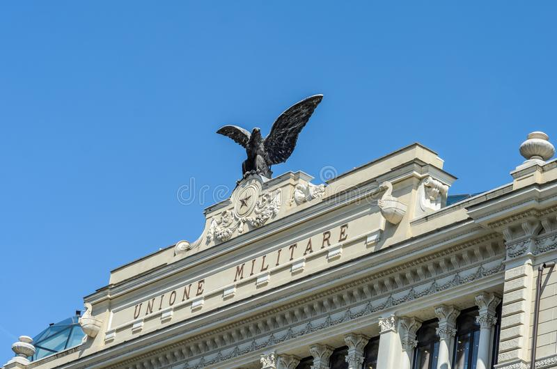 罗马,意大利- 2018年8月:修造与一只老鹰的Unione门面Militare在屋顶在罗马,意大利 免版税图库摄影
