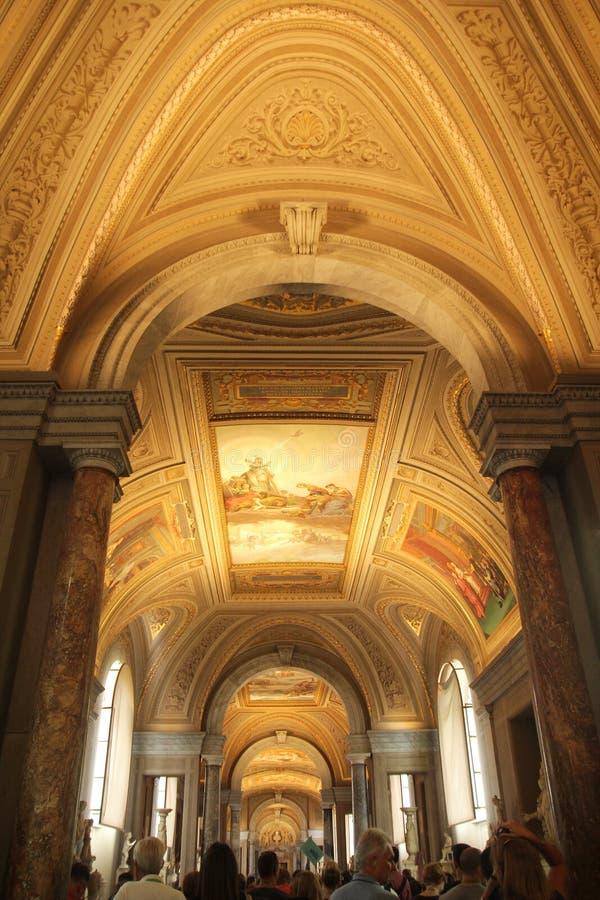 罗马,意大利- 2017年9月02日:在天花板的美丽的图画艺术在梵蒂冈博物馆里面 免版税库存照片