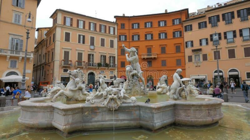 罗马,意大利2015年9月30日:海王星喷泉的白天视图在广场navona的在罗马 免版税库存图片