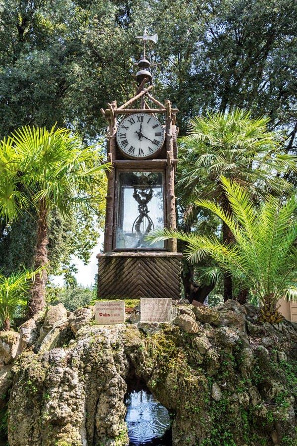 罗马,意大利- 2018年8月23日:老水钟在别墅博尔盖塞公园 库存图片