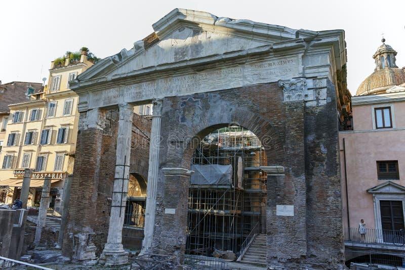 罗马,意大利- 2017年6月22日:Octavia门廓废墟在市罗马 免版税库存图片