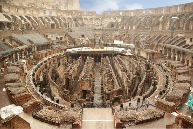 罗马,意大利- 9月1,2017:美好的罗马斗兽场大厦里面在好日子 库存照片