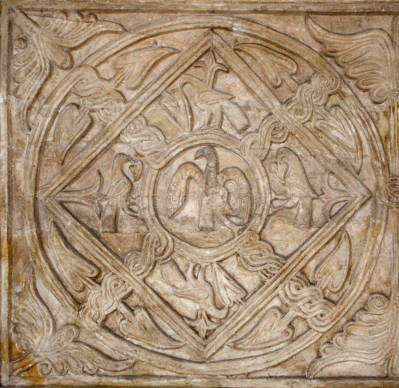 罗马-作为老基督徒符号的鹈鹕和交叉 免版税库存图片