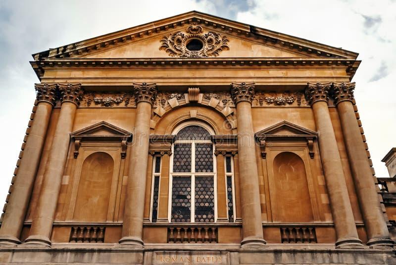 罗马浴入前面巴恩城市英国萨默塞特古老历史的建筑学吸引力石头大厦 图库摄影