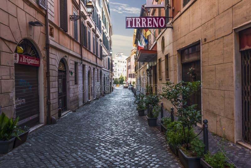 罗马/意大利- 2018年8月26日:意大利语Street Via di S 马蒂诺Ai Monti, Tirreno旅馆门面 免版税图库摄影