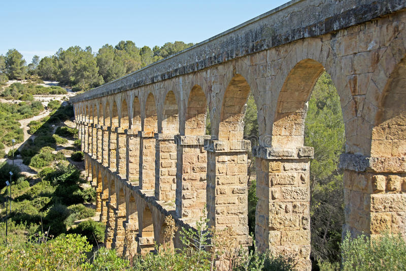 罗马Aqueduct Pont del Diable在塔拉贡纳,西班牙 库存图片