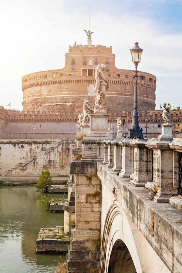 罗马Castel圣徒天使和桥梁在台伯河河 罗马,意大利地标 免版税图库摄影