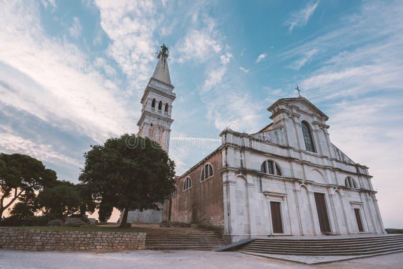 罗维尼,克罗地亚- 2015年7月24日:圣Euphemia教会  免版税图库摄影
