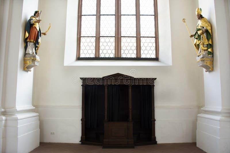 罪孽室坦白在Jesuitenkirche教会里面的海得尔堡老镇的在巴登-符腾堡州,德国 图库摄影